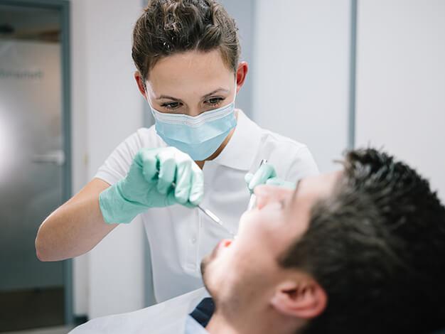 Ursachen und Symptome der Parodontitis